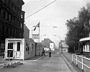 180px-Checkpoint_Charlie_1977