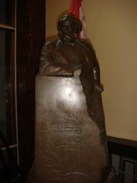 Karl_marx_statue_sm
