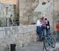 Tourists_lost_near_davids_tower_2