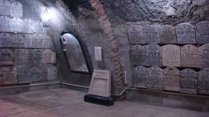 Holocaust_cave